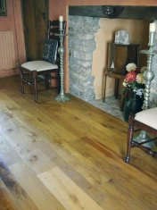 Character Oak floor in a cottage, finished with Hardwax Oil - Photo 3 of 3