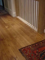 English Character Oak, hand distressed, antique stained. Fitted over underfloor heating. - Photo 4 of 10