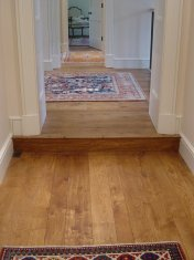 English Character Oak, hand distressed, antique stained. Fitted over underfloor heating. - Photo 10 of 10