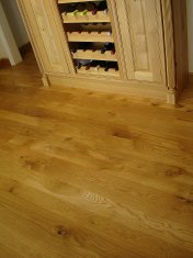 English Character Oak in a kitchen. Pictures taken five years after laying. - Photo 2 of 8