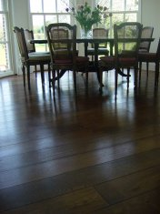 Character Oak engineered board over underfloor heating. Stained and finished with Hardwax Oil on site. - Photo 17 of 19