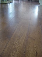 Character Oak engineered board over underfloor heating. Stained and finished with Hardwax Oil on site. - Photo 5 of 19