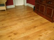 Solid English Character Oak over Underfloor Heating. Mild Antique stain and Hardwax Oil finish. Pictures taken one year - Photo 10 of 18