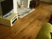 Solid English Character Oak over Underfloor Heating. Mild Antique stain and Hardwax Oil finish. Pictures taken one year - Photo 17 of 18