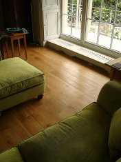 Solid English Character Oak over Underfloor Heating. Mild Antique stain and Hardwax Oil finish. Pictures taken one year - Photo 7 of 18